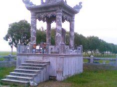 Khu lăng thờ