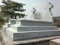 Mộ đá khối công giáo